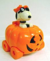 Snoopy - Halloween Candy Container - Snoopy drives a Pumpkin