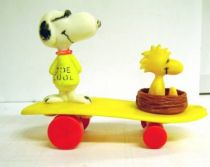 Snoopy - Plastic Vehicle - Snoopy & Woodstock on Skateboard