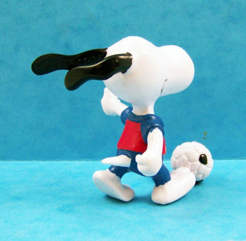 snoopy___figurine_pvc_schleich___snoopy_footballeur_02