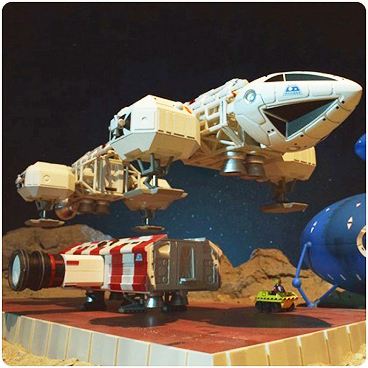 Space 1999 (Cosmos 1999) - Deluxe Limited Edition Diecast Set - Earthbound Eagle & Kaldorian Craft - Sixteen 12
