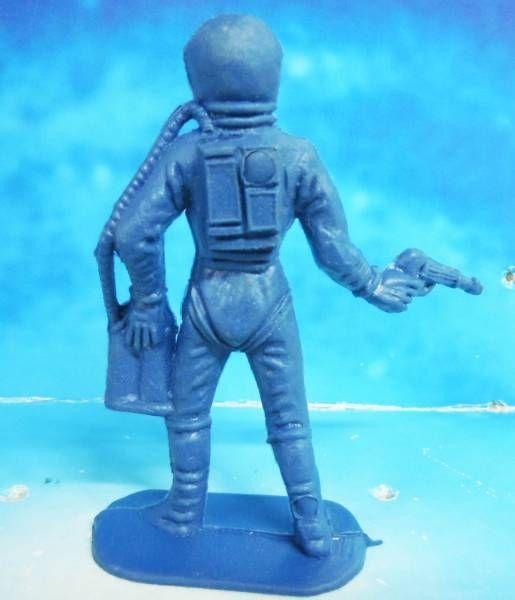 plastic astronaut figurines - 515×600