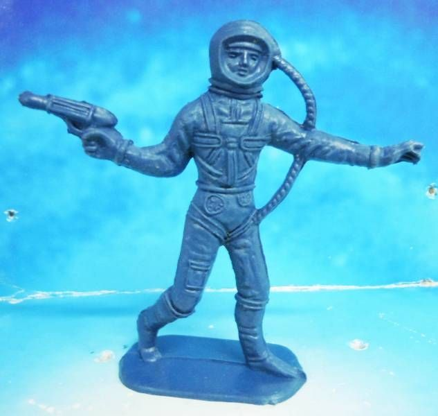 plastic astronaut figurines - 633×600