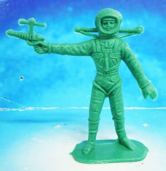 plastic astronaut figurines - 580×600