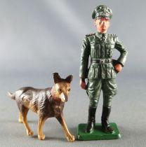 Starlux - 2ème GM - Allemand - Général avec chien berger allemand(réf V1)