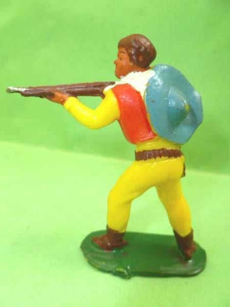 Starlux - Cow-Boys - Série 53 - Piéton Tireur fusil debout (jaune) (réf 121)