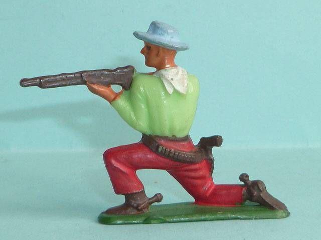 Starlux - Cow-Boys - Série 57 Ordinaire - Piéton Tireur fusil genoux (vert & rouge) (réf 122)