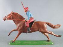 Starlux - Cow-Boys - Série 61 Ordinaire - Cavalier Fusil en l\'air (bleu & rouge) cheval marron (réf 414)