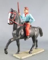 Starlux - Cow-Boys - Série 63 Luxe - Cavalier Fusil à la main (bleu & rouge) cheval noir (réf 4417)