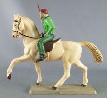 Starlux - Cow-Boys - Série 63 Luxe - Cavalier Fusil à la main (vert) cheval blanc (réf 4417)