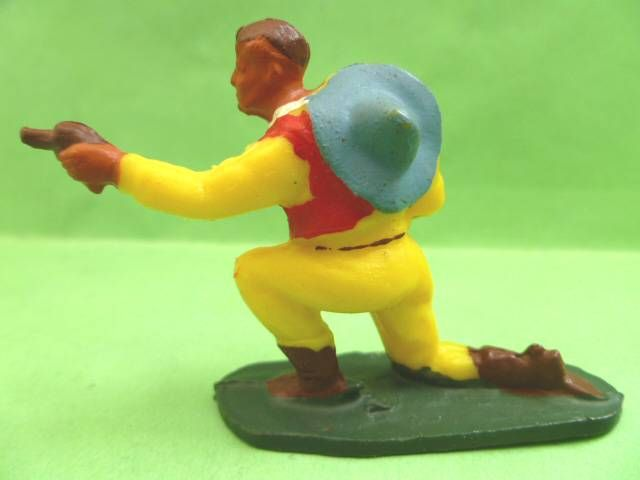 Starlux - Cow-Boys - Series 53 - Footed Kneeling firing gun (yellow) (réf 124)