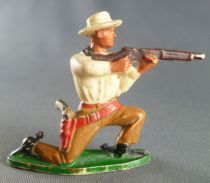 Starlux - Cow-Boys - Series 57 (Regular) - Footed Kneeling firing rifle (yellow & ochre) (ref 122)