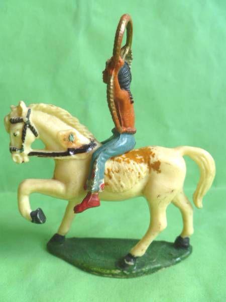 Starlux - Indiens - Série Ordinaire 53 - Cavalier lasso cheval blanc au pas (réf 438)