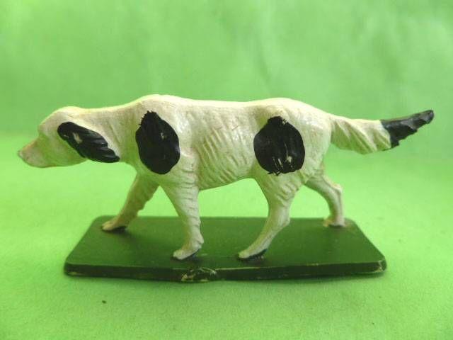 Starlux - La Ferme - Animaux - Chien de troupeau sur socle (blanc & noir) (série 65/66 réf 537)