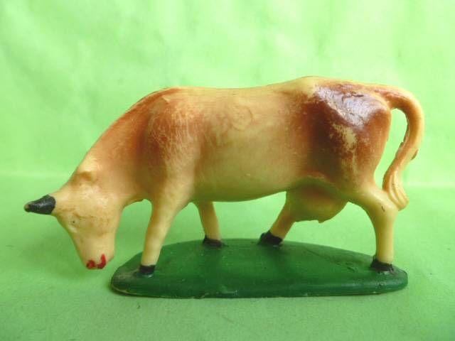 Starlux - La Ferme - Animaux - Vache tête baissé avec socle (blanche & marron) (série 53/54 réf 545)