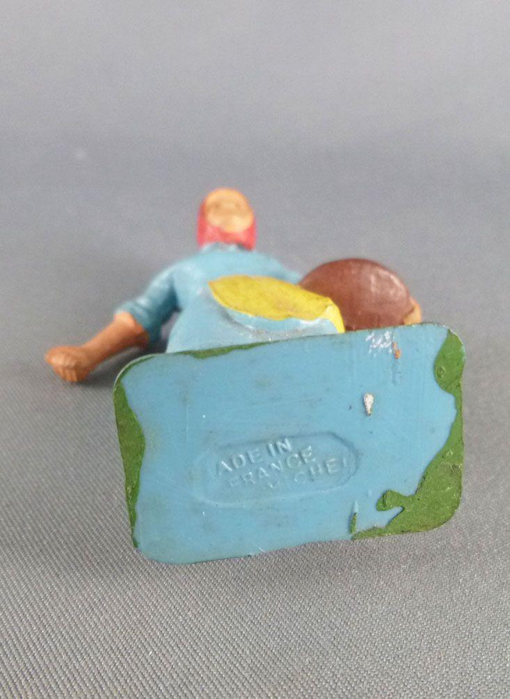 Starlux - la ferme - Fermière donnant le grain (bleu &jaune) (série 59 réf 510)
