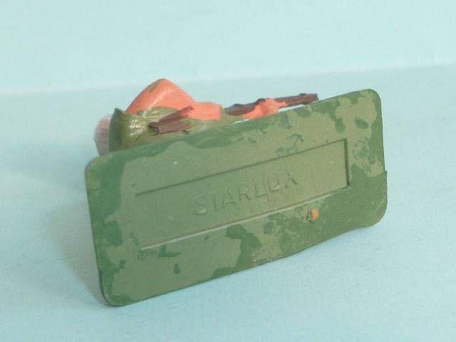 Starlux - Légionnaires - Type 3 - Chargeant (socle rectangle) (réf 83)