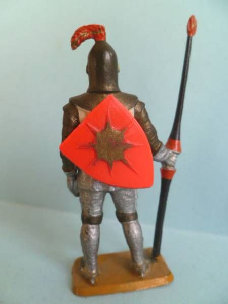 Starlux - Moyen-âge - série 58 - réf 6011 (ivoirine) - piéton chevalier en armure avec lance (bouclier rouge - armure grise bron
