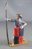 Starlux - Moyen-âge - Série 60 - réf 6017 (socle gris) - Piéton Piquier Bouclier bleu foncé & rouge