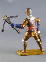 Starlux - Moyen-âge - série 62 - réf 6039 (socle or) - piéton homme d\\\'arme arbalete