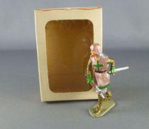 Starlux - Moyen-âge - série 66 - réf 6058 (socle gris marquage relief) - Piéton croisé combattant hache & épée Neuf Boite