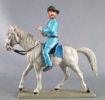 Starlux - Nordistes - Série ordinaire - Cavalier Officier révolver cheval gris tête droite (réf CN2)