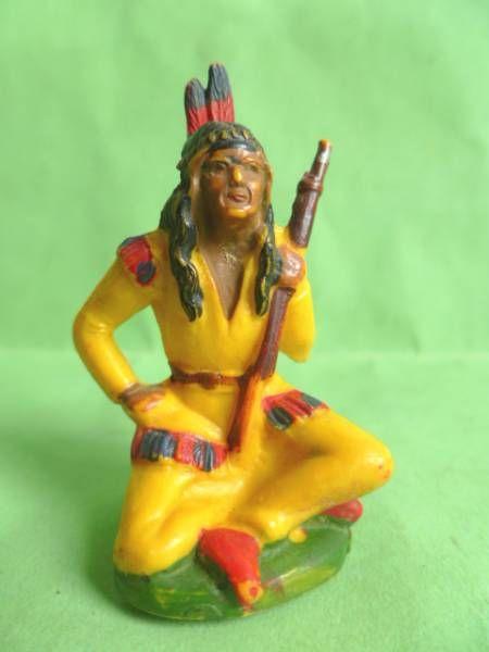 Starlux - Sioux Série Ordinaire 46 - Piéton Assis (jaune) avec  fusil (réf SI12)