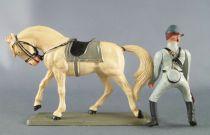 Starlux - Sudistes - Série ordinaire - Cavalier badine regardant à droite cheval blanc tête baissée (réf CSXX)