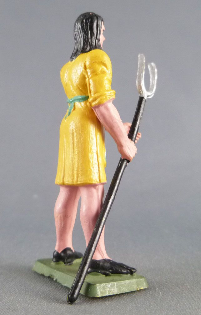 Starlux - the farm - Farmwoman with fork yellow & green (series 75 ref PF11)
