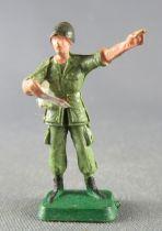 Starlux 30mm - Militaire - Etat-Major Officier Casque Lisant Carte (réf MP 1366)