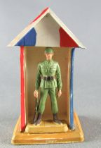Starlux 30mm (1:55) - Army - Infantry Soldier Sentry & Box