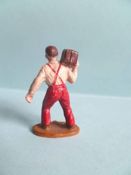 Starlux 35mm (1/50°) - Civilians - Carrying parcel on shoulder (ref 1055)