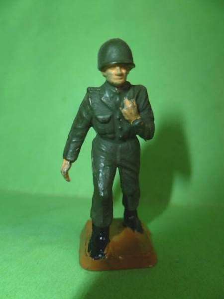 Starlux 40mm - Militaire - Fantassin soldat infirmier (réf ????)