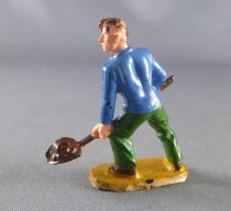 Starlux 40mm - Train station - Worker with shovel (ref 1116)
