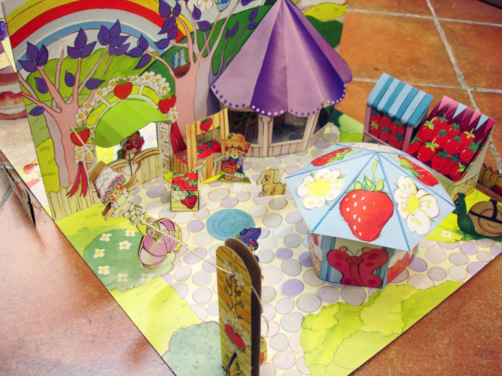 charlotte_aux_fraises___miniatures_play_set___strawberryland_diorama__4_