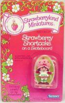 Strawberry shortcake - Pvc figure (Mint on card) - Strawberry Shortcake on skateboard