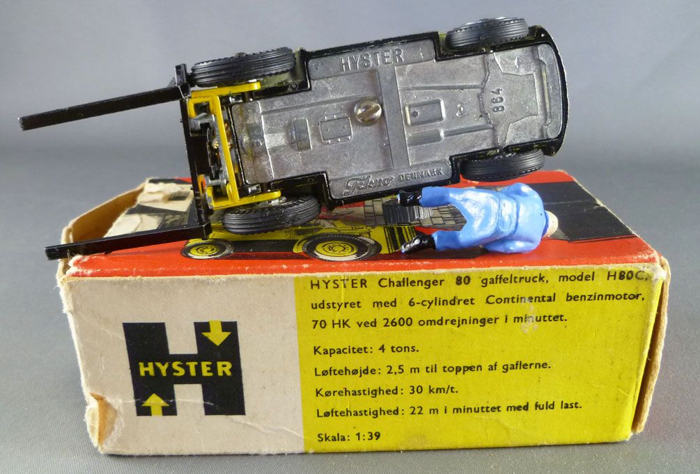 Tekno 864 Hyster Challenger H80C Lift Truck with Box