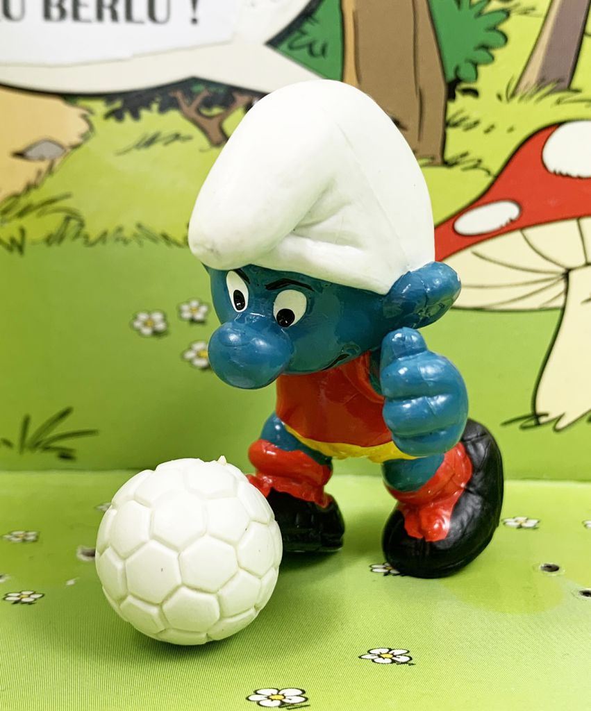 The Smurfs - Schleich - 20035 Kicker Smurf (red t-shirt & yellow short)