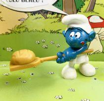 The Smurfs - Schleich - 20113 Baker Smurf (round bread)