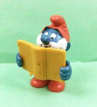 The Smurfs - Schleich - 20174 Papa Smurf with magical book (ocher wirting in dark)