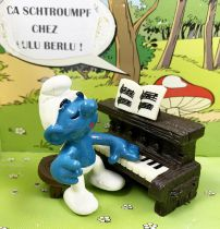 The Smurfs - Schleich - 40229 Smurf with Piano
