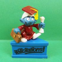 The Smurfs - Schleich - Graduation Smurf \'\'Congratulations!\'\' (blue base)