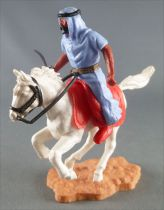 Timpo - Arabes - Cavalier bleu couteau pantalon rouge ceinture doré cheval galop rentré blanc socle sable