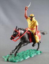 Timpo - Arabes - Cavalier jaune cimetere pantalon noir ceinture rouge cheval galop long noir