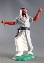 Timpo - Arabes - Piéton gris cimeterre jambes avançantes (robe découvrant la jambe) pantalon blanc