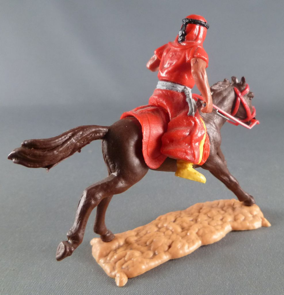 Timpo - Arabs - Mounted - Red (knife) yellow trousers (grey belt) brown galloping (long) horse