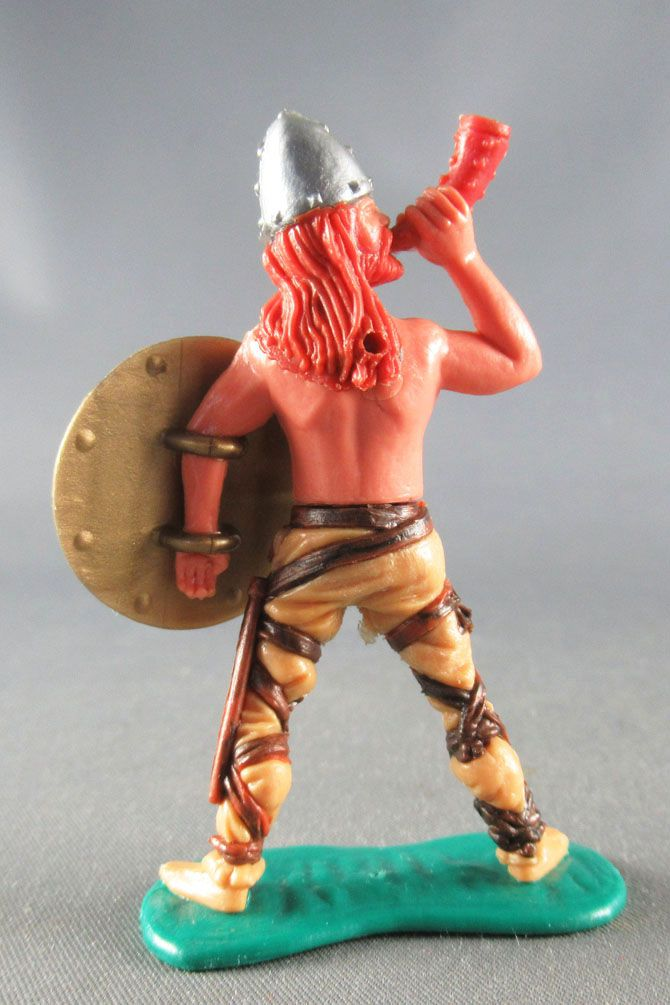 Timpo - Viking - Footed Blowing horn (red hairs) buff standing legs gold shield