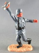 Timpo - WW2 - Allemands - 2ème série (tête & casque monobloc) - Tenant obus jambes courantes