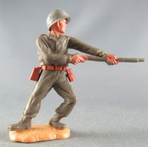 Timpo - WW2 - Americans - 1st series - Firing rifle waist standing leaning to the left legs sand base