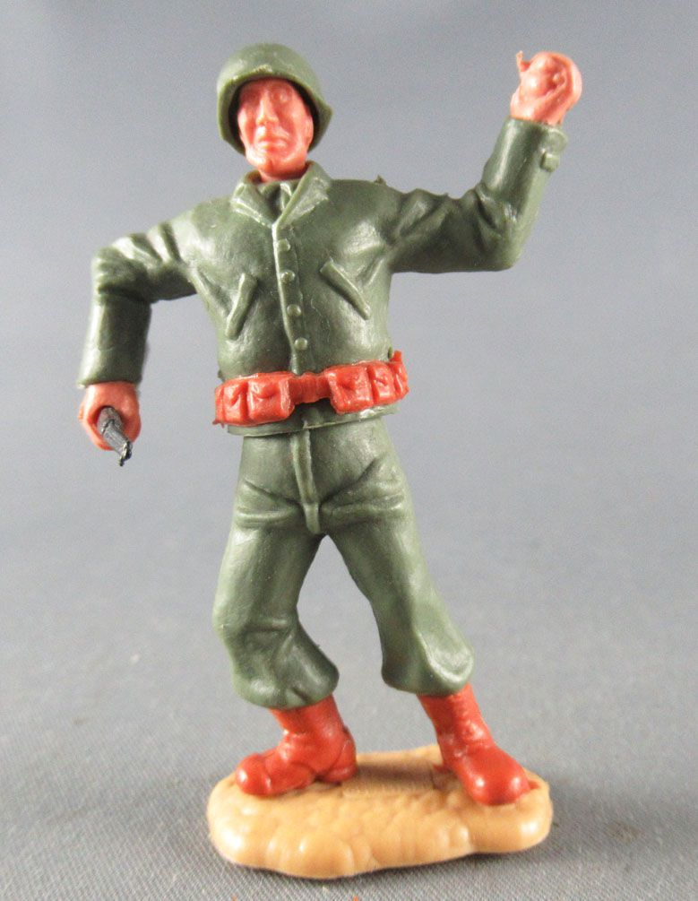 Timpo - WW2 - Americans - 2nd series - Throwing grenade (rifle) standing leaning to the right legs