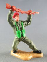 Timpo - WW2 - British (Airborne Red Beret) - 2nd series - Rifle above the head leaning back legs